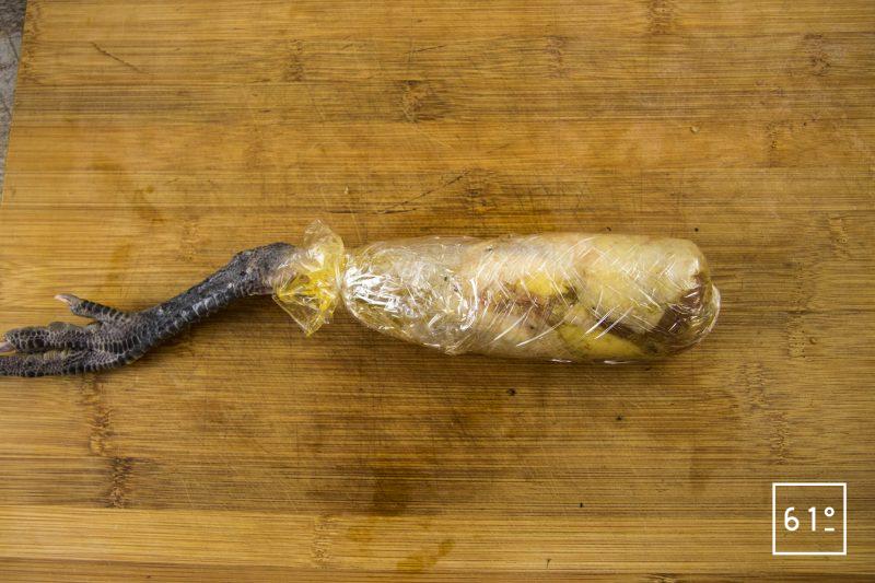 Patte de poularde de Bresse en ballotine farcie - monter la ballotine