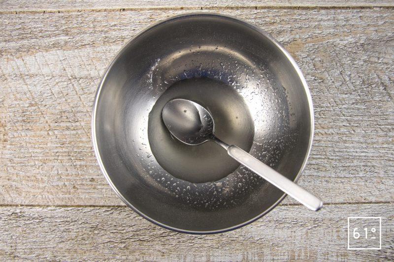 Saumon de fontaine et son gel de vin jaune - préparer la gélatine végétale