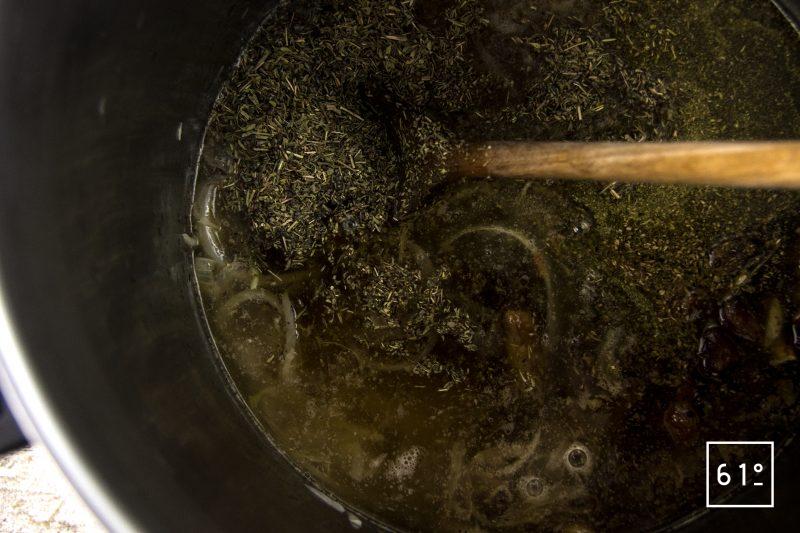 Souris d'agneau - cuire le bouillon