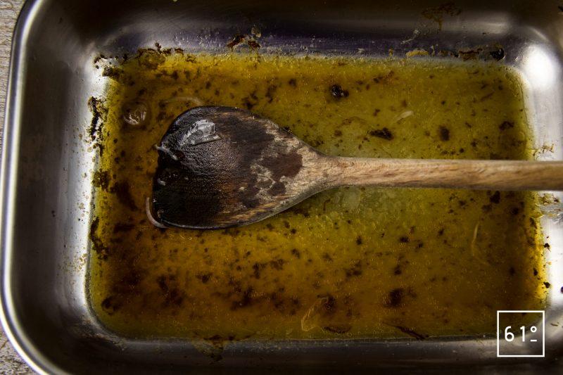 Souris d'agneau - déglacer les sucs de cuisson