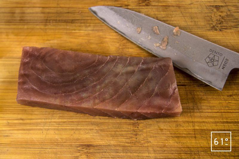 Salaison de thon et oboro kombu - découper le thon