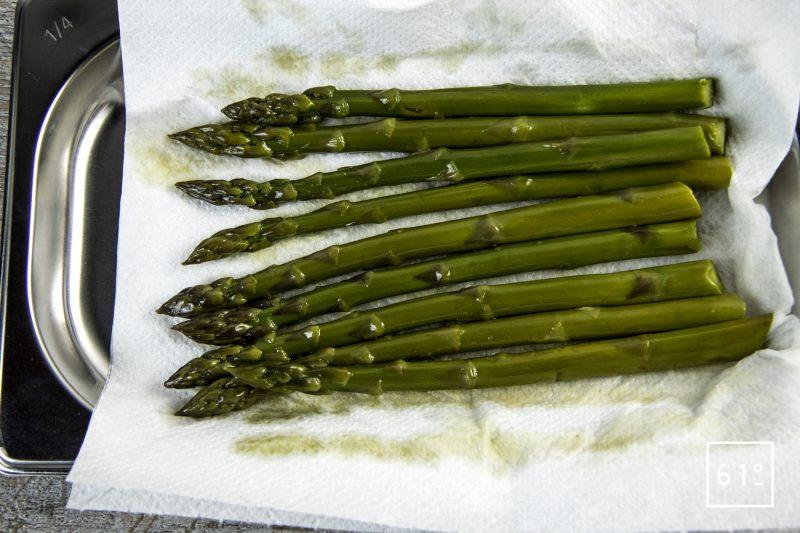 Asperge verte et jaune d'œuf au sel des vikings - cuire les asperges