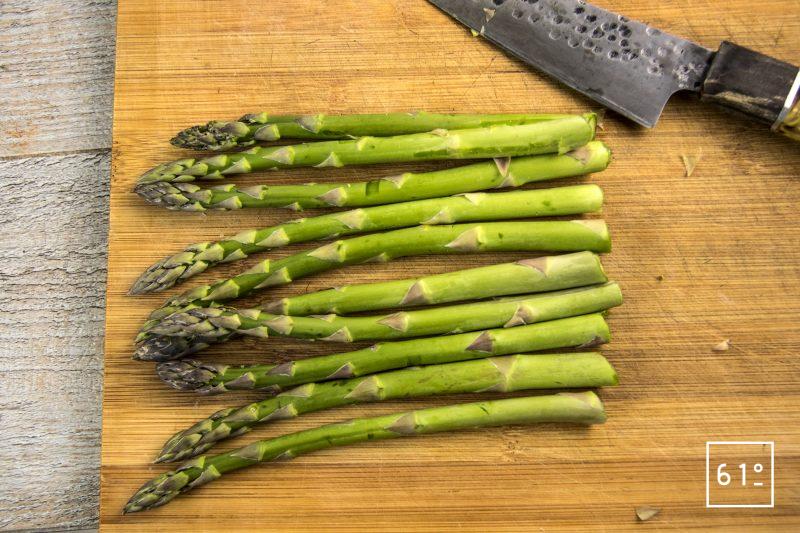 Asperge verte et jaune d'œuf au sel des vikings - préparer les asperges
