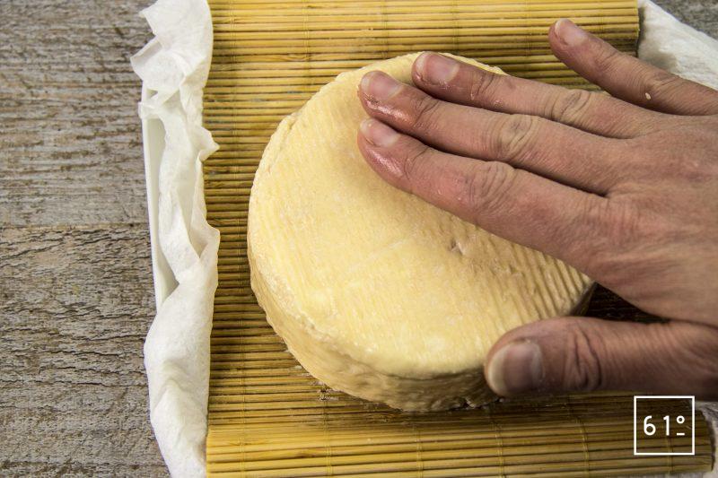 Fromage sec de kéfir typé Gruyère - saumurer le fromage