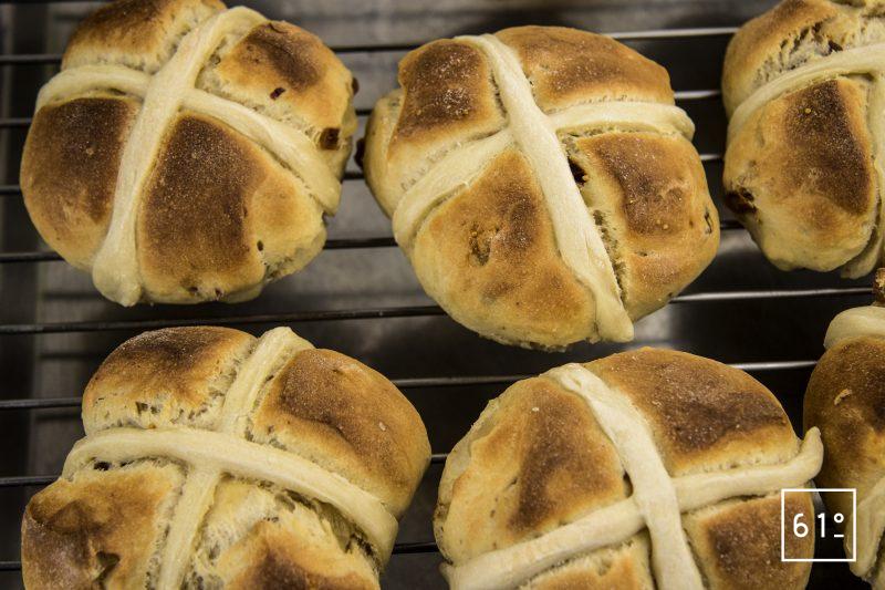 Hot cross buns - ressuée sur grille