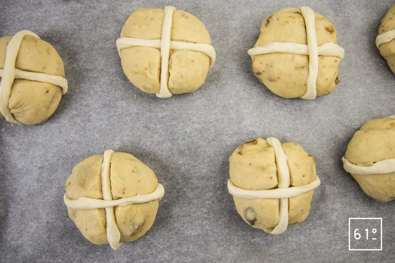 Hot cross buns - mettre les bandes en place