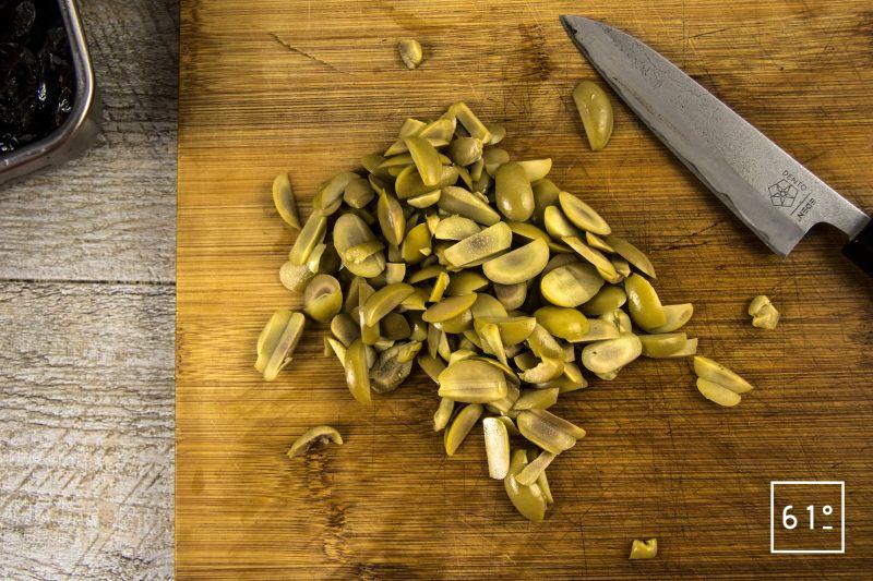 Poularde de Bresse, caponata et ses sauces - Découper les olives et les câpres