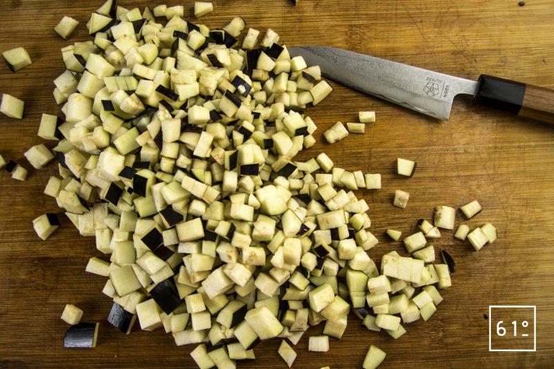 Poularde de Bresse, caponata et ses sauces - découper les aubergines