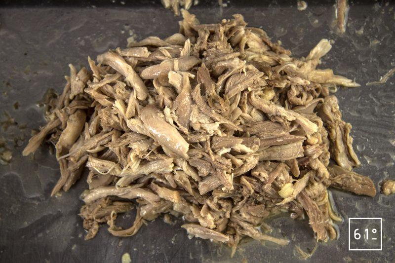 Poularde de Bresse, caponata et ses sauces - effilocher les cuisses de poularde