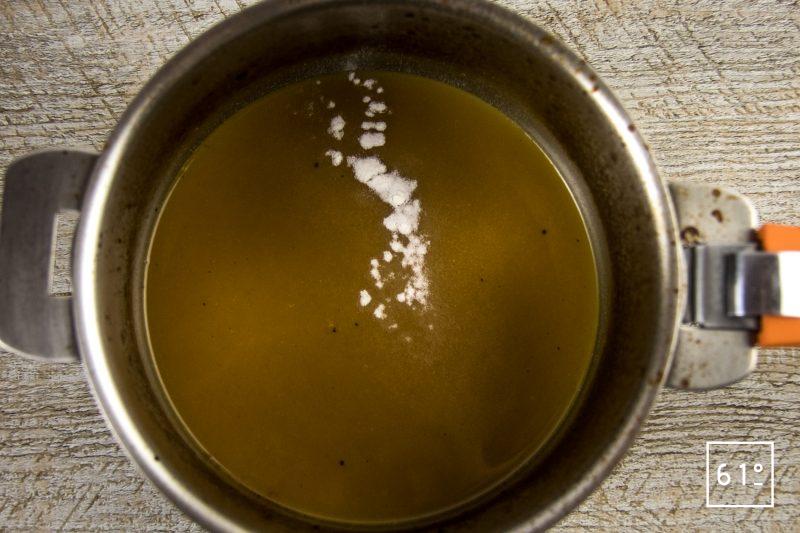 Poularde de Bresse, caponata et ses sauces - préparer la réduction