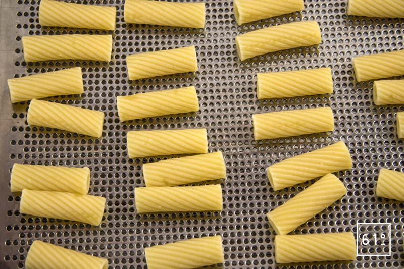 Pâtes soufflées et sa sauce à la salaison de noir de Bigorre - cuire les pâtes