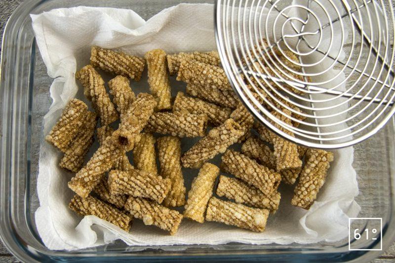 Pâtes soufflées et sa sauce à la salaison de noir de Bigorre - frire les pâtes