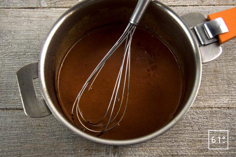 Raviole végétale aux herbes sauvages - réduire la sauce