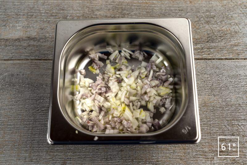 foie de veau façon sürlawerla - Préparer l'oignon et les échalotes