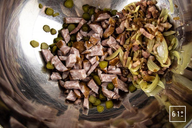 Salade de pommes de terre et saucisses de Montbéliard - rassembler les ingrédients